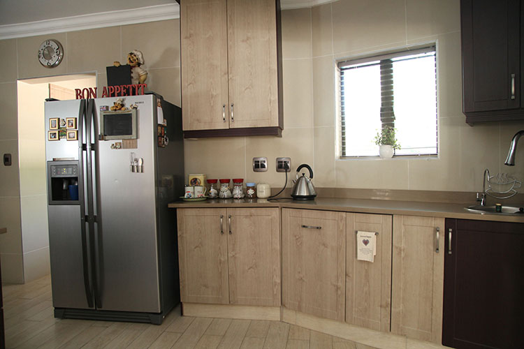 Glamorous kitchen designs east rand contemporary simple for Kitchen renovation pretoria